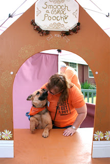 Expo-kissing-booth-with-Kenai
